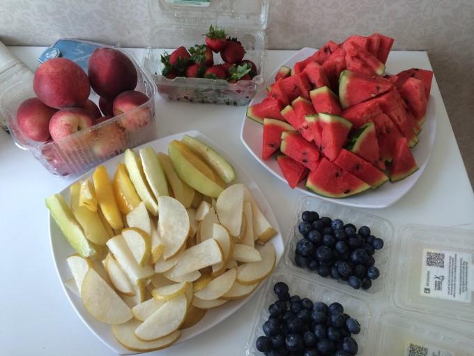 Cold Storage – магазин, где можно купить недорогие и качественные продукты. Про него нам рассказал преподаватель Джон. Мы покупали там фрукты, ягоды, конфеты. Еще один совет: по воскресеньям в магазине Fair Price скидки на фрукты!