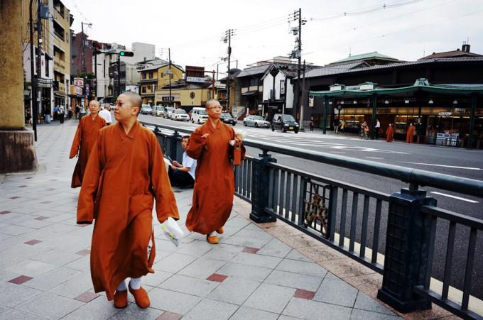 Киото — исключительно урбанистичный, живой и молодежный город с массой развлечений.