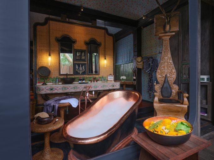 ubud-accommodation-tent-bathroom