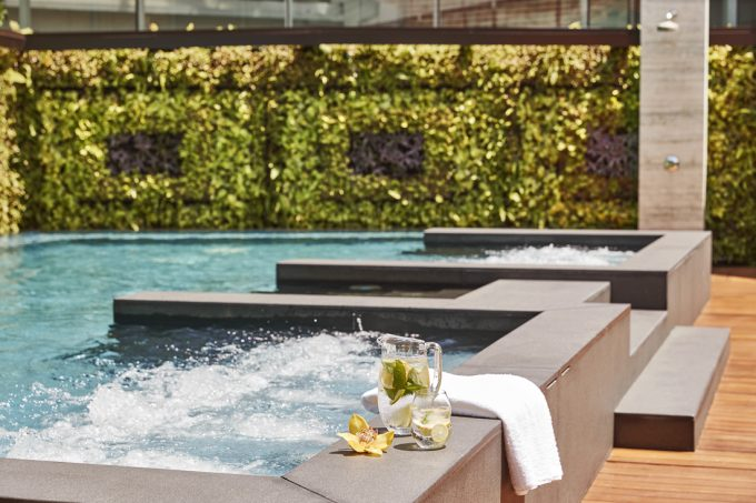 kempinski-hotel-singapore-saltwater-relaxation-pool-jacuzzi_capitolkempinskisg